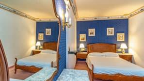 7 dormitorios, escritorio, tabla de planchar con plancha