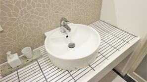 샤워기/욕조, 무료 세면용품, 헤어드라이어, 비데