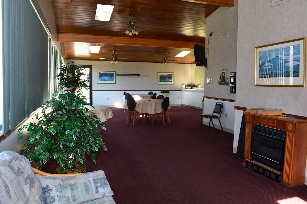 Lobby, The Lodge at Lykens Valley