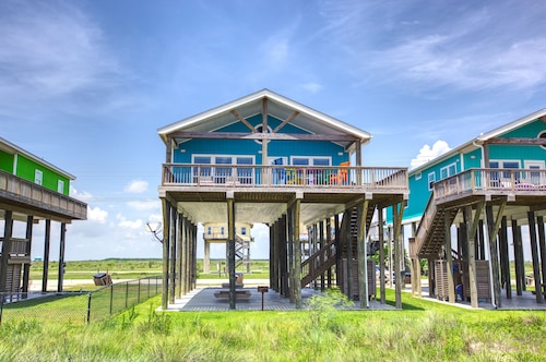 Moonstone Ocean Front! 3 BR and 2 Bth, Gourmet Kitchen Awesome Deck