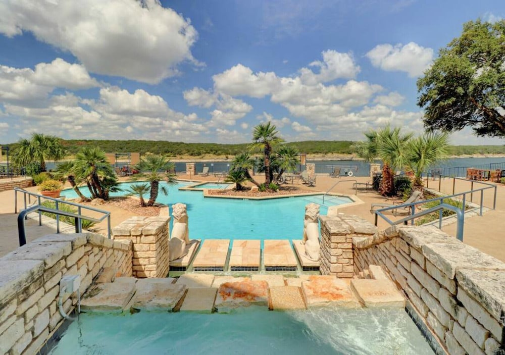 Stunningly Regal Lake Travis Island Condo With Lakeview In Austin Hotel Rates Reviews On Orbitz