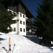Slopeside, Near 2 Lifts, Walk To Village, Runs for All Levels From Here
