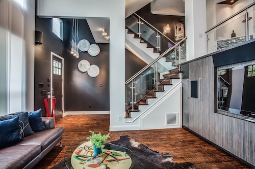 Glamorous Townhouse in Center of Booming Legacy Plano