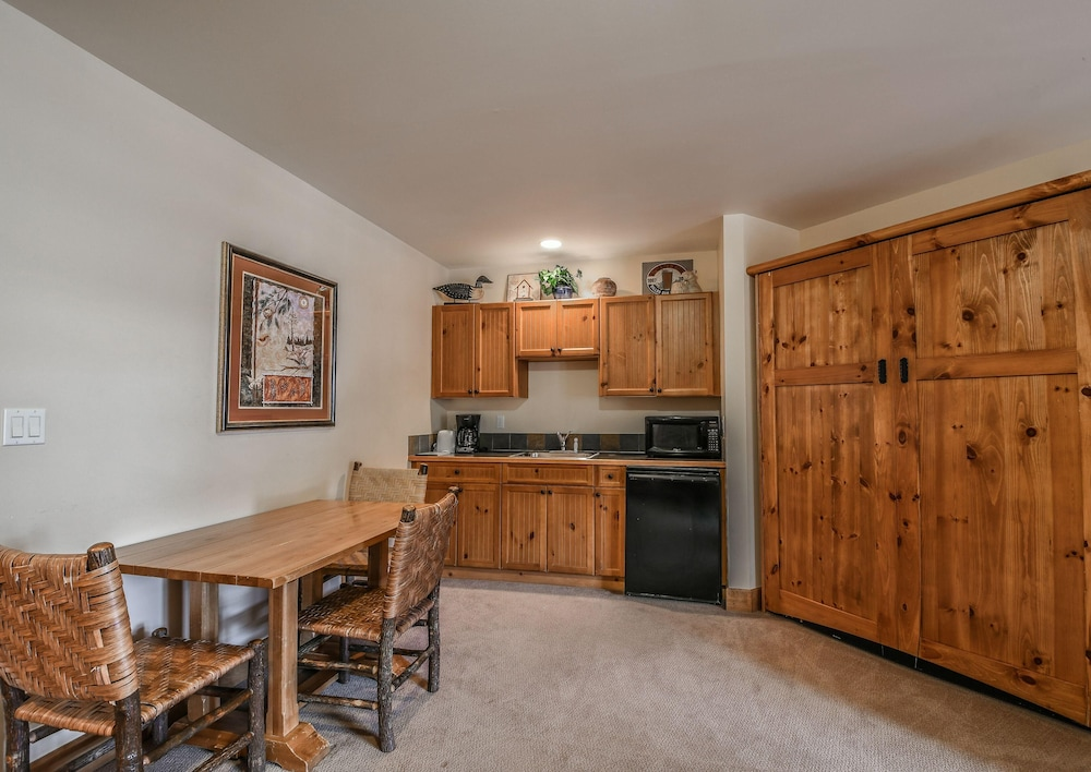 Private Kitchen, Springs 8839
