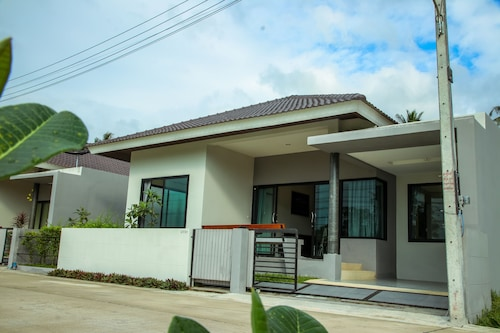 Specious Vacation Dia House 8 Minutes to Pristine Beach