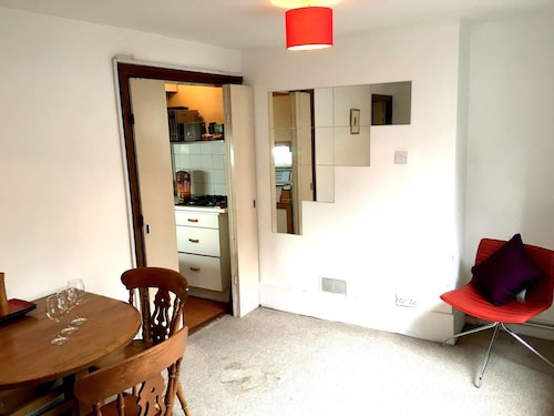 Beautiful 1BR Camden Town Basement Flat