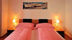 1 Schlafzimmer, Verdunkelungsvorhänge, kostenlose Babybetten