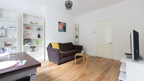 Bright 2BR Flat in St. Katharine's Docks