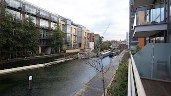 Bright 2BR Flat in Hackney by the Canal
