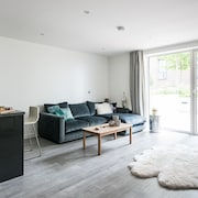 Stylish and modern 1 bedroom apartment near the O2