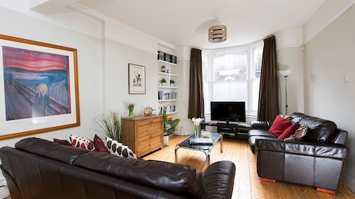 Spacious 6BR House near Trendy Brixton