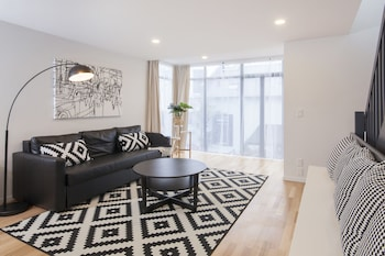 Star Struck Luxury - Inner City Townhouse