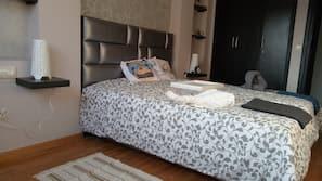 2 dormitorios, decoración individual, cortinas opacas