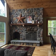 EVL at its Best! Newly Remodeled 4-bedroom Private Chalet w/ Wifi!