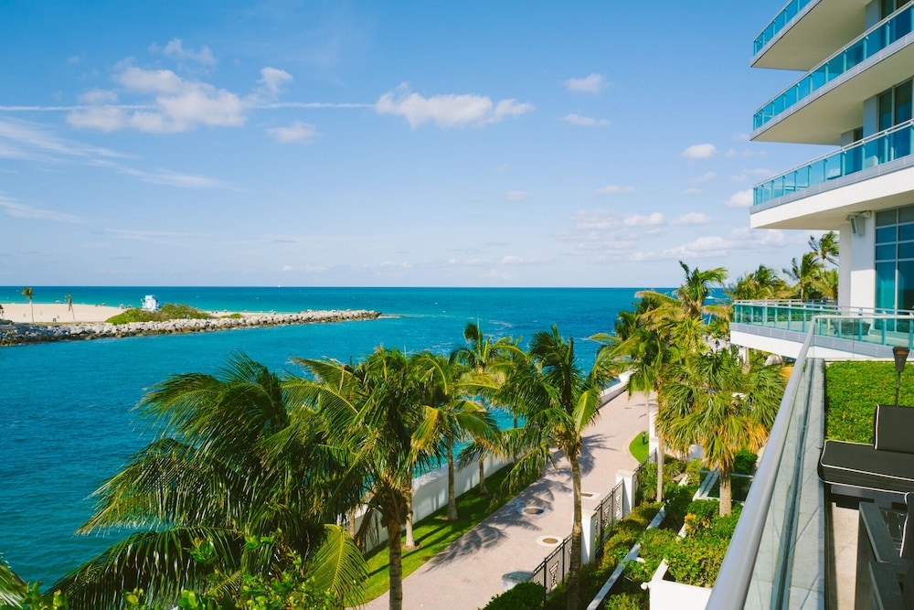 , Spectacular Private Studio at 5 Star Hotel Bal Harbour North Miami Beach