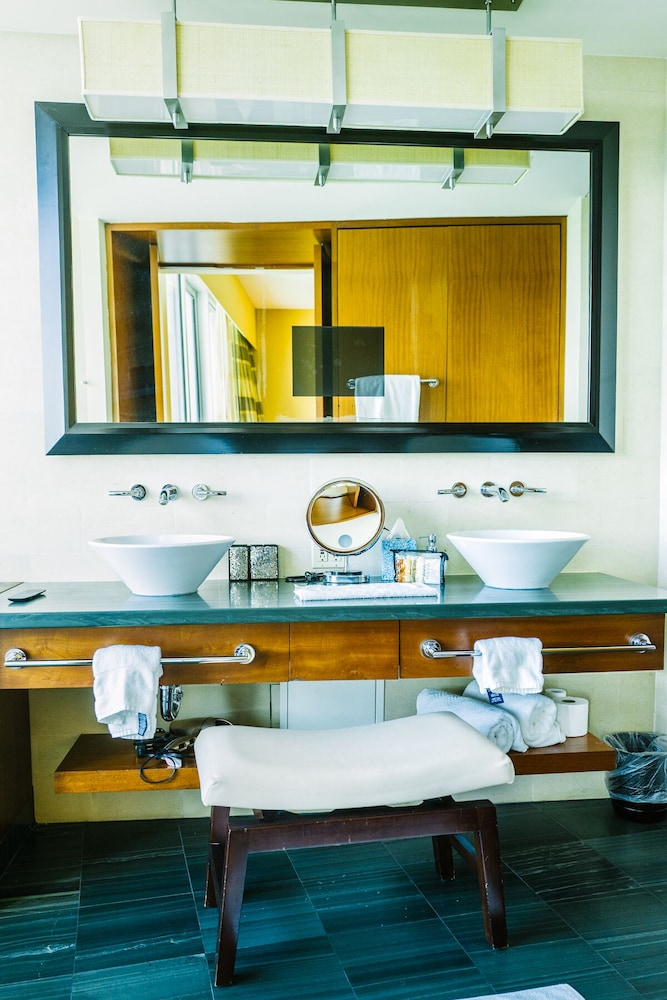 Bathroom, Spectacular Private Studio at 5 Star Hotel Bal Harbour North Miami Beach