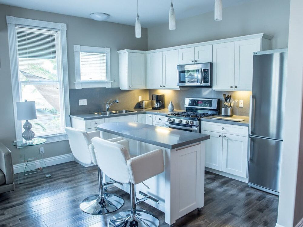 Sleek, Modern Unit With Separate Office Area, Great Kitchen!: 2018 ...