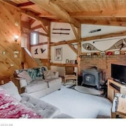New Listing Stunning Post And Beam, Ski-in/ski-out Birchwood Penthouse