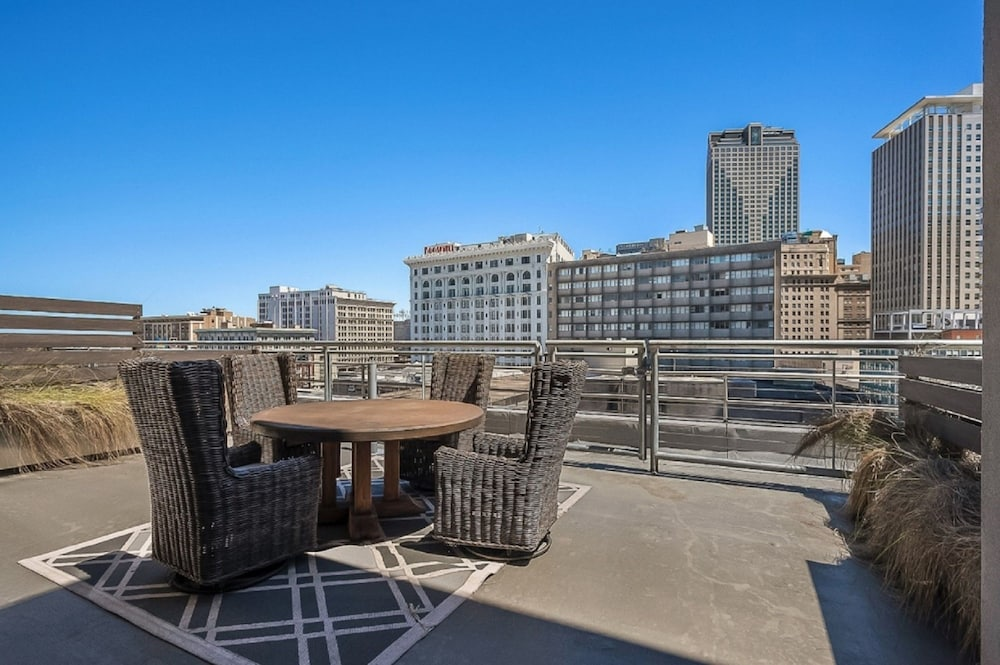 Terrace/Patio, Luxury Condos in California Building by Hosteeva