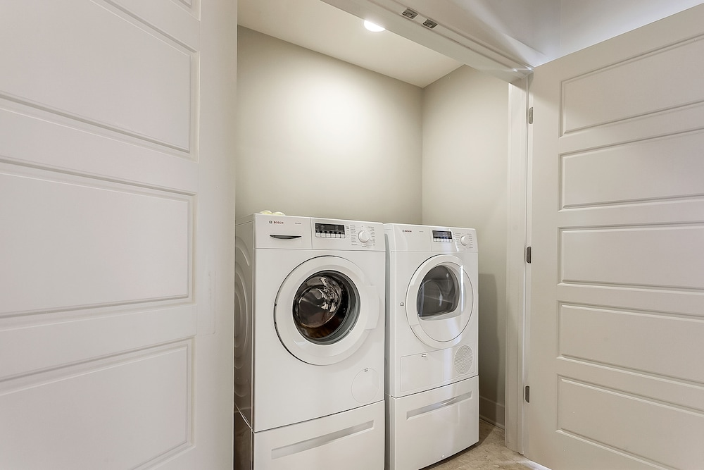 Laundry Room, Luxury Condos in California Building by Hosteeva