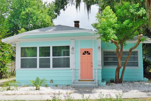 1 Cottage, 2 Units, 3 Beds, 3 Baths, Sleeps 10, 5 Minutes to Beach!