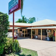 Clermont Country Motor Inn