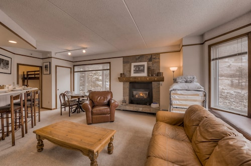 Copper Center Village. Newly Renovated. Gas Fireplace. Free Underground Parking