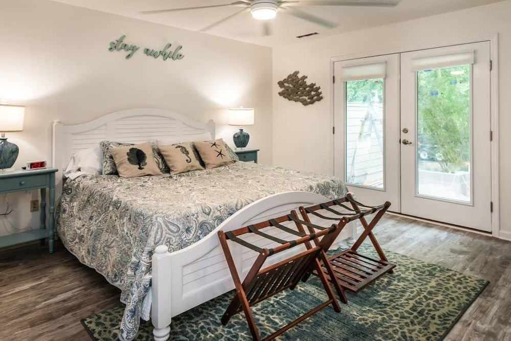 Room, Heated Pool With Swim up Bar Short Bike to Beach Sea Pines Location