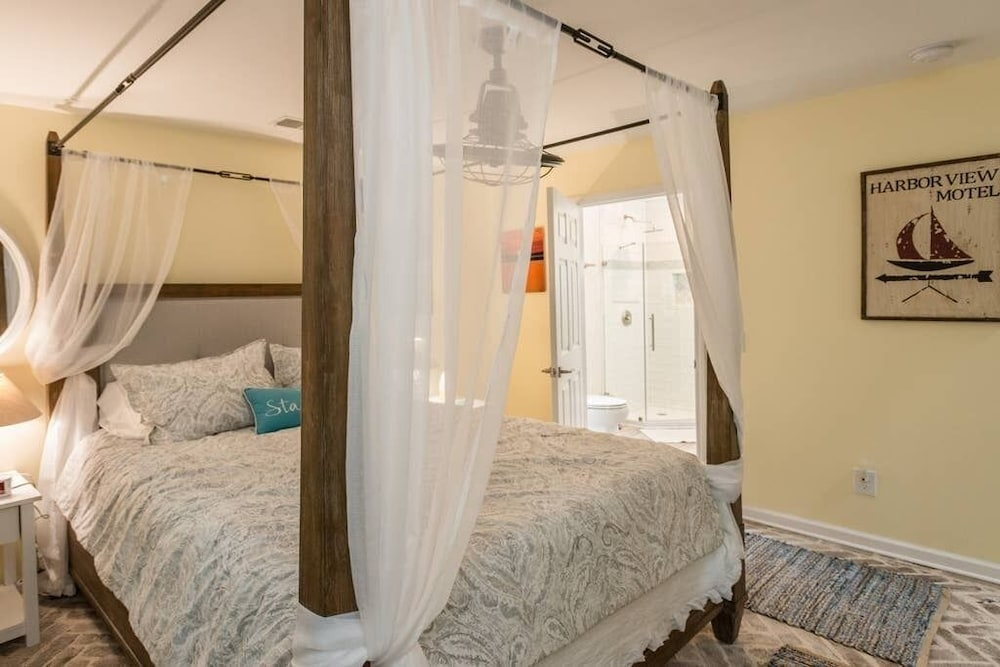 Bathroom, Heated Pool With Swim up Bar Short Bike to Beach Sea Pines Location