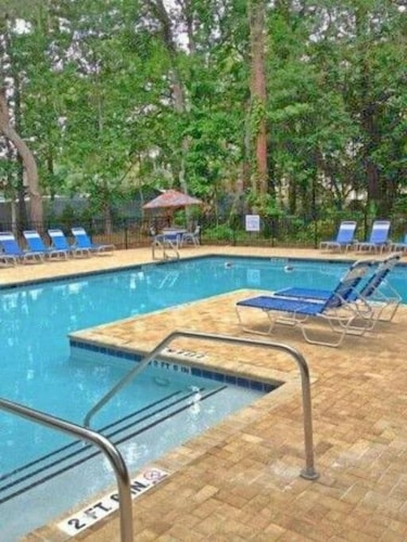 Pool, Heated Pool With Swim up Bar Short Bike to Beach Sea Pines Location