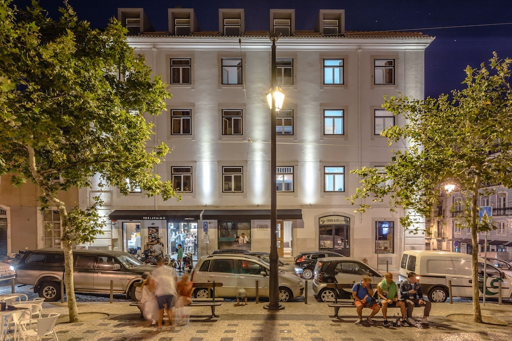Front of Property - Evening/Night, Chiado Arty flats