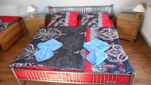 Kostenpflichtige Babybetten, kostenloses WLAN, Bettwäsche