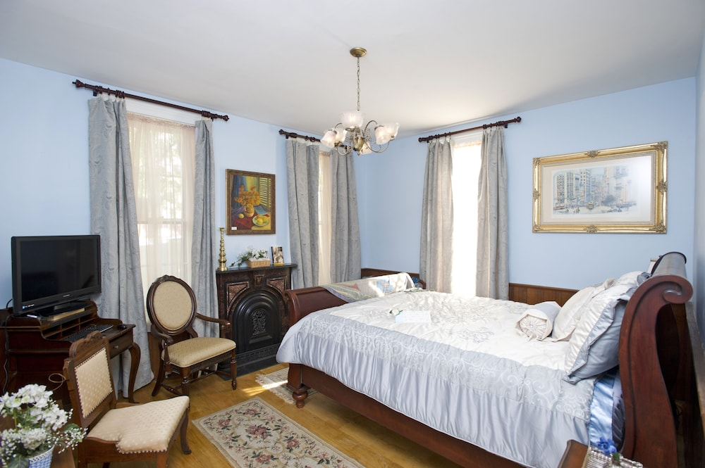 Large ADA Accessable Guest Room w/ Walk In Steam Shower in Fort ...
