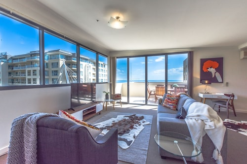 Top 10 accommodation near holdfast marina from au 90 wotif for Buffalo motor inn glenelg