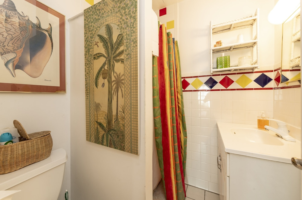 Bathroom, The Knowles House