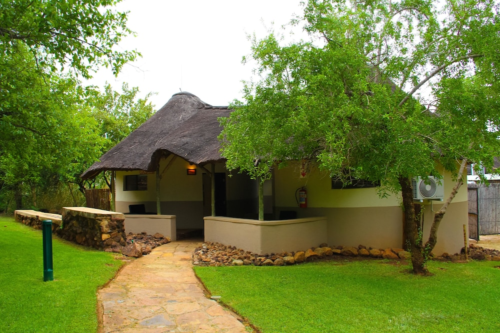 Property Grounds, Bush Bungalows at Sun City Resort