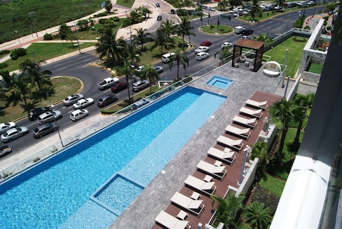 2BR Apartment Malecon Las Americas by TA