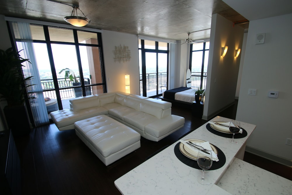 Room, Wow! Amazing Luxury Penthouse Skyloft in High Rise!! In the Center of Everything