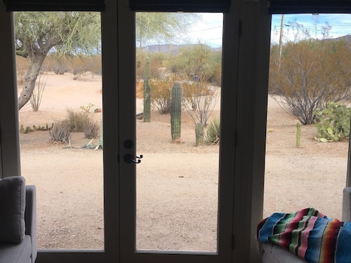 Cave Creek: Quick Walk to Dining, Bars, Coffee Shops, Etc. Backs to Golf Course