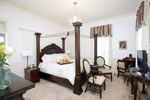 Hotels Near Headwaters Park, Fort Wayne - Top 10 Hotels by ...