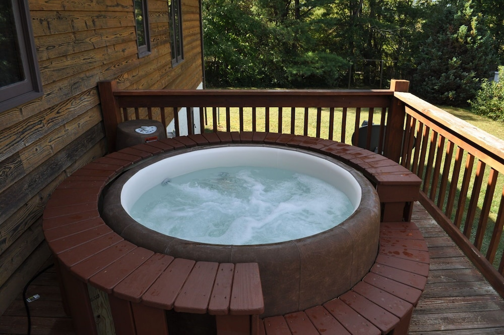 Soft Tub Hot Tub & Pool. Cozy & Convenient to Downtown in Asheville ...