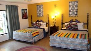Caja fuerte, decoración individual, escritorio y cortinas opacas