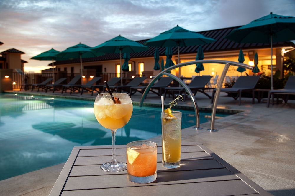 Food and Drink, Villas & Suites at Beach View