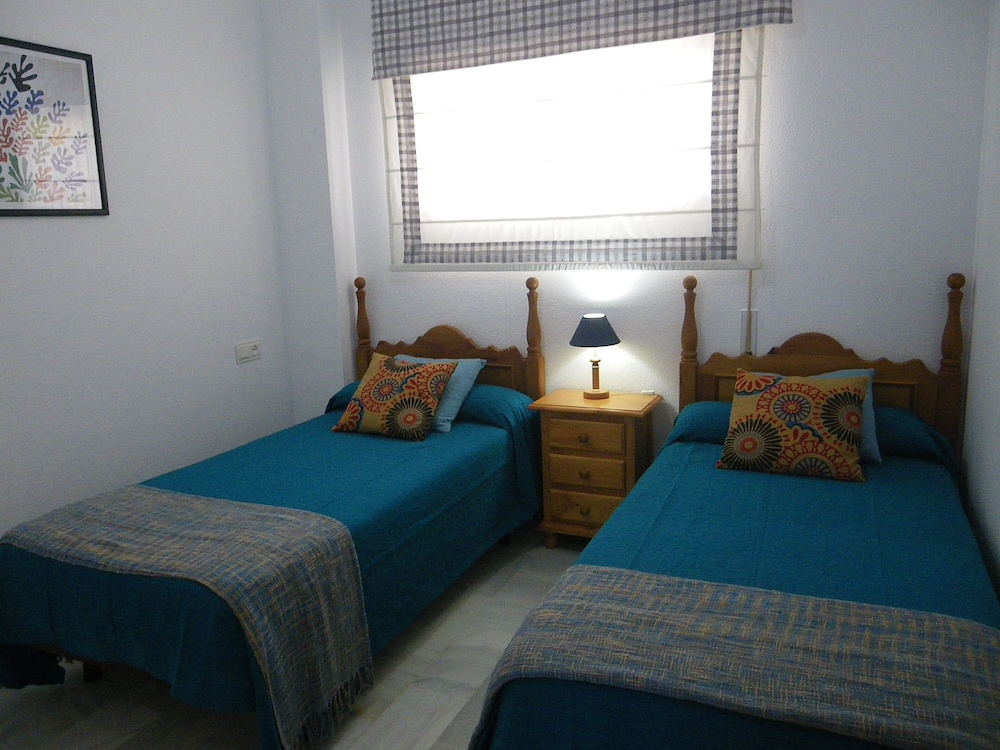 Room, Apartment- Chipiona, Garage, Pool Near THE Town Center AND Beach, Internet, Satellite TV
