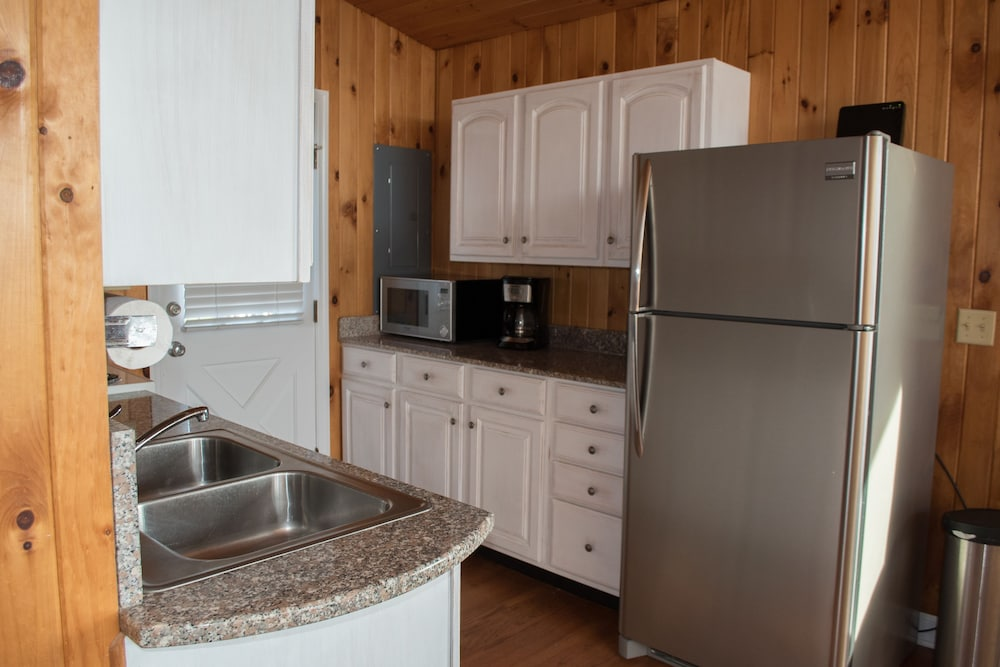 Private Kitchen, Key West Cottages on the Chincoteague Bay