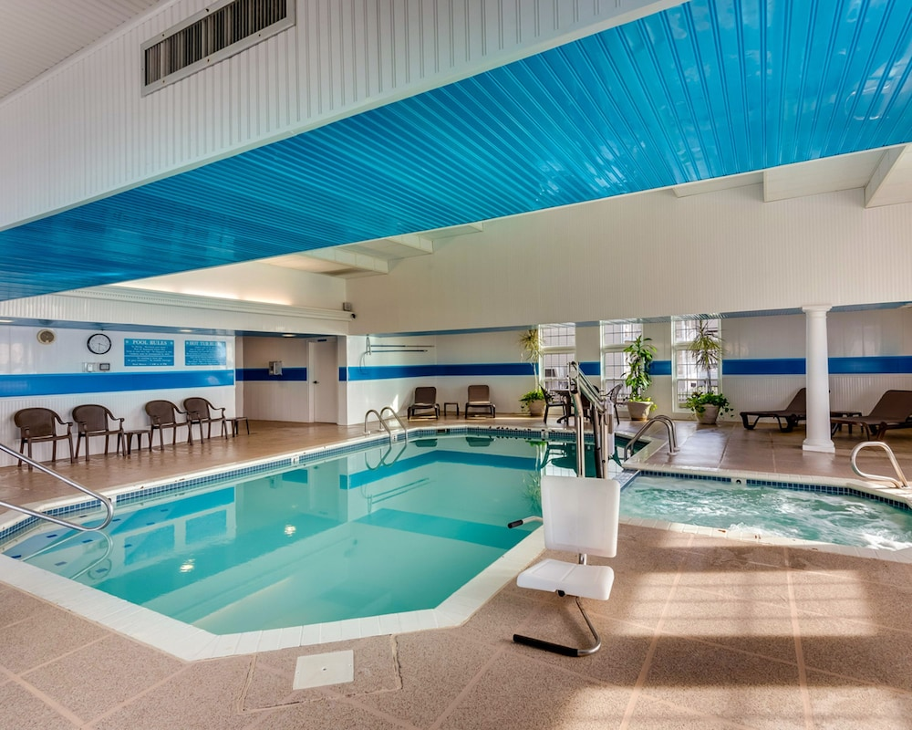 Indoor Pool, Key West Cottages on the Chincoteague Bay