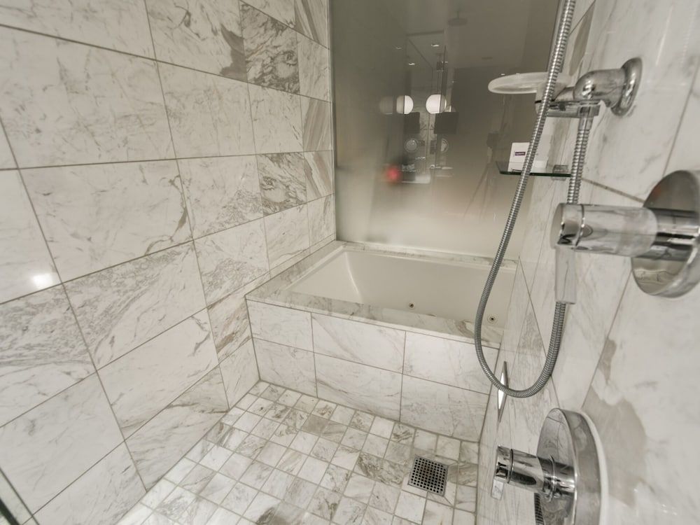 Bathroom, Superb Strip View From 27th Floor With Open Balcony-luxury High Rize Palms Place