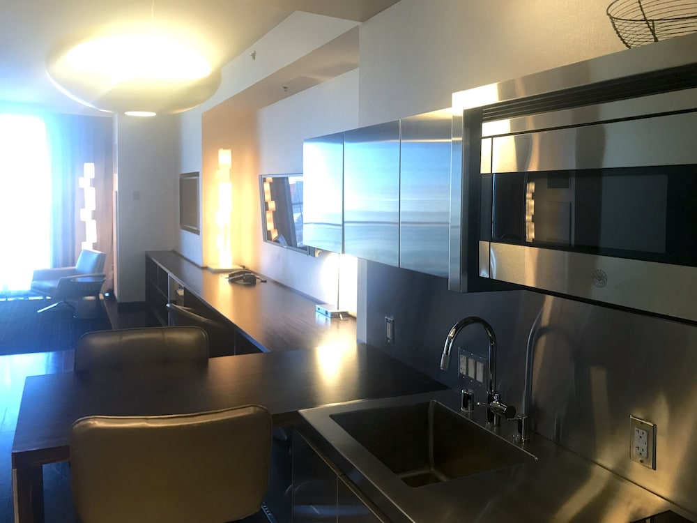 Private Kitchen, Superb Strip View From 27th Floor With Open Balcony-luxury High Rize Palms Place