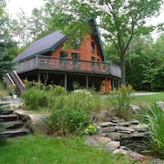 Brum Chalet, Beautiful Cedar Home Abutting Acadia National Park