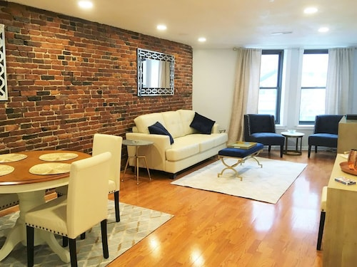Location & Luxury North End/waterfront 2 Bedroom Apt
